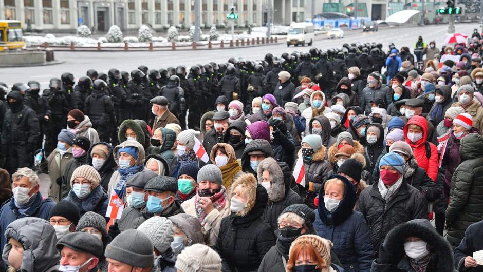 Belorusi ne popuščajo in so se 18. nedeljo zapored odpravili na ulico (foto: profimedia)