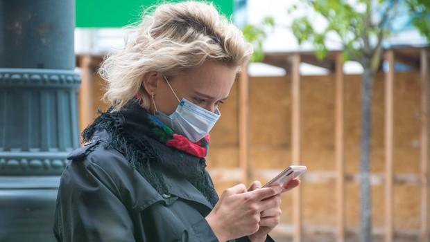 Tukaj najdete navodila, kako si namestite mobilno aplikacijo #OstaniZdrav (foto: Shutterstock)
