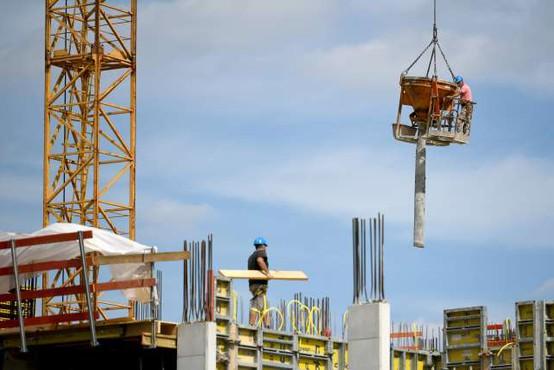 Slovenija oktobra z enim največjih padcev gradbenih del v EU