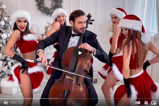 Stjepan Hauser navdušuje s privlačno različico All I Want For Christmas Is You