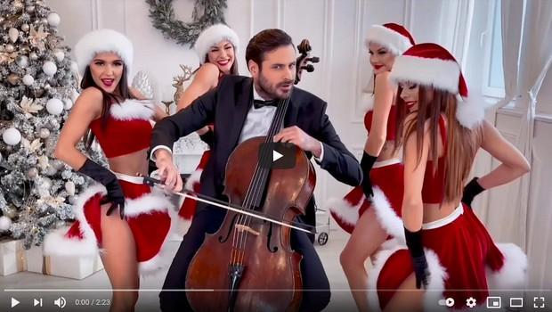 Stjepan Hauser navdušuje s privlačno različico All I Want For Christmas Is You (foto: Youtube)