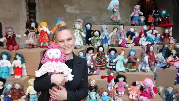 Tudi pevka Nuša Derenda vsako leto podpre Unicefov projekt Punčke iz cunj. (foto: Foto: Arhiv)