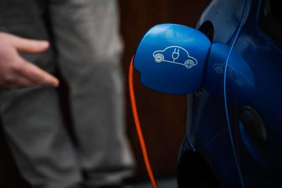 Za večjo uporabo električnih avtomobilov bodo pomembne polnilnice v večstanovanjskih stavbah