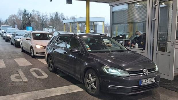 Med prazniki bo poostren nadzor pri prestopu meja tako v Sloveniji kot v Evropi (foto: PU Novo mesto)