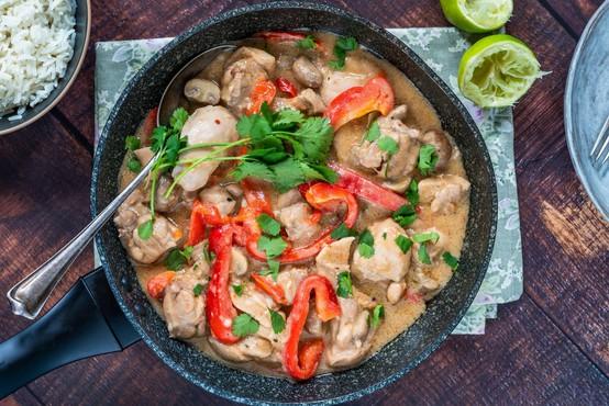 Singapur prvi na svetu v restavraciji ponudil v laboratoriju ustvarjeno piščančje meso