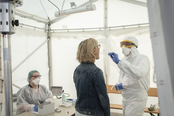 Začetek poskusnega množičnega testiranja ministrstvo za zdravje zamaknilo na torek