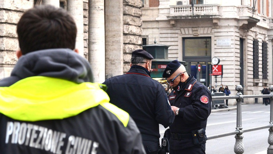 Po novem je ob vstopu v Italijo za vse obvezna karantena (foto: profimedia)