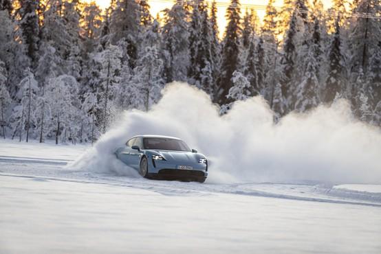 Šole zimske vožnje ali kje varno spoznavati meje avtomobila (in se zabavati)