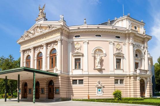 Vrata gledališč in kinodvoran zaprta najmanj do 5. januarja