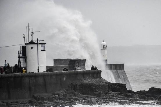 Po Veliki Britaniji in severu Francije pustoši nevihta Bella