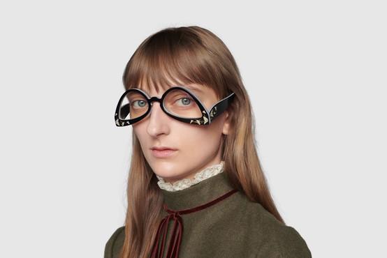 Tako so videti nova Gucci očala, ki se jim posmehujejo na družbenih omrežjih