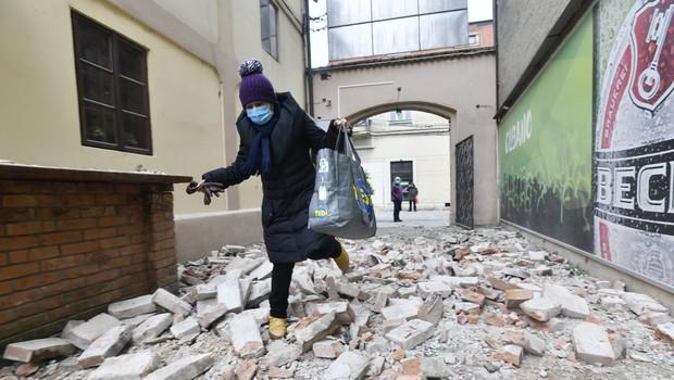 Na Hrvaškem v potresih poškodovanih več kot sto objektov, največ na območju Siska in Petrinje (foto) (foto: Profimedia)