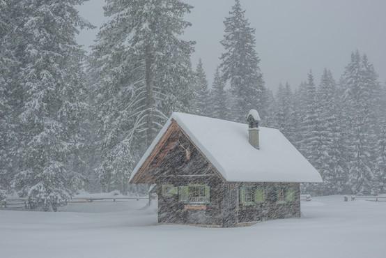 Arso izdal opozorilo, ponekod lahko zapade do 60 cm snega