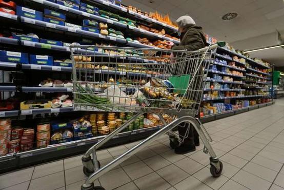 Vlada omejitve v trgovini in ponujanju storitev podaljšala v prvi teden novega leta