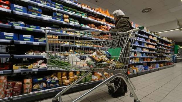 Vlada omejitve v trgovini in ponujanju storitev podaljšala v prvi teden novega leta (foto: Tanjug/STA)