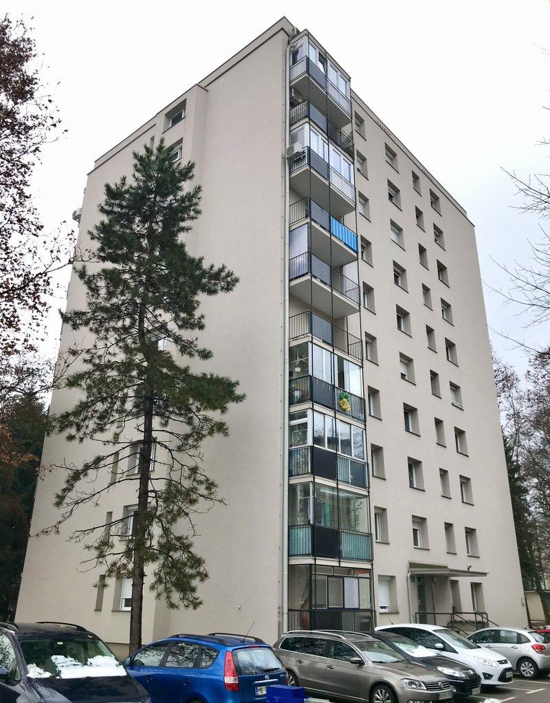 Lokacija D: Grablovičeva 36. Leto izgradnje 1965, 9 nadstropij.