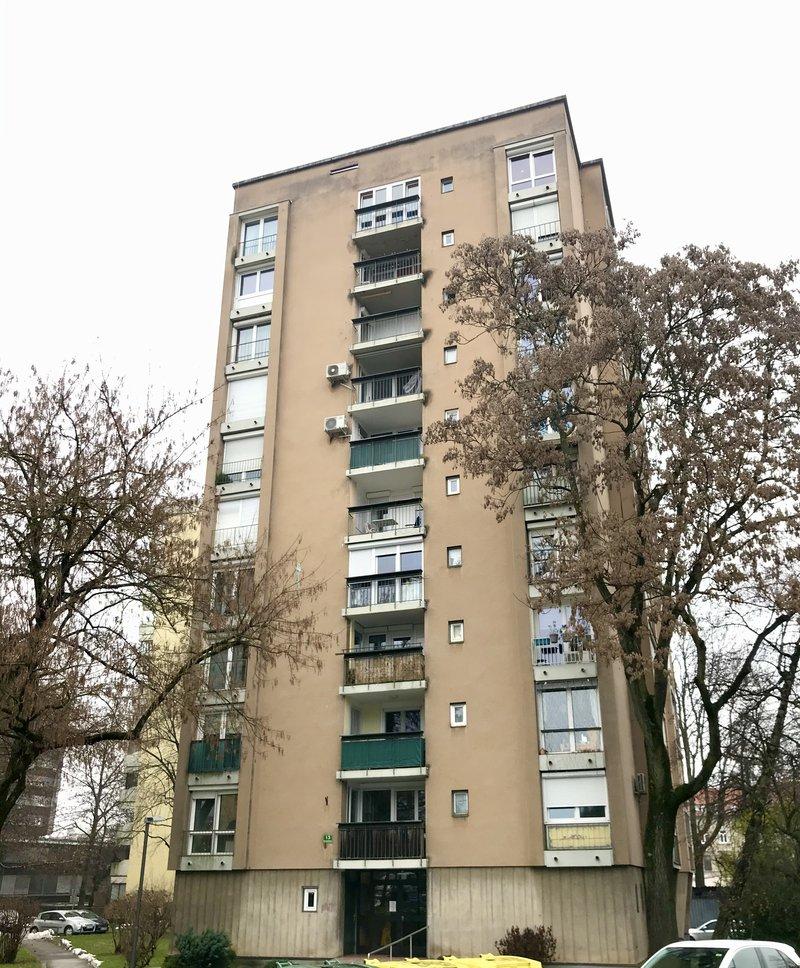 Lokacija F: Hudovernikova 13. Leto izgradnje 1960, 10 nadstropij.
