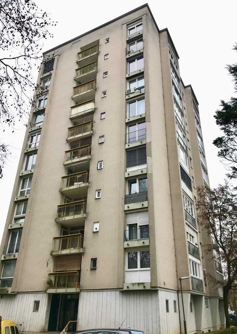Lokacija F: Hudovernikova 2. Leto izgradnje 1960, 10 nadstropij.