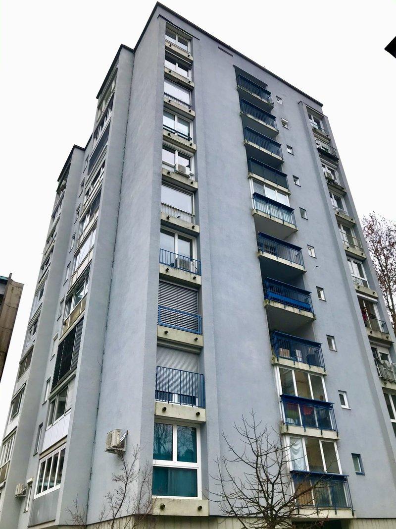 Lokacija F: Hudovernikova 4. Leto izgradnje 1961, 10 nadstropij.