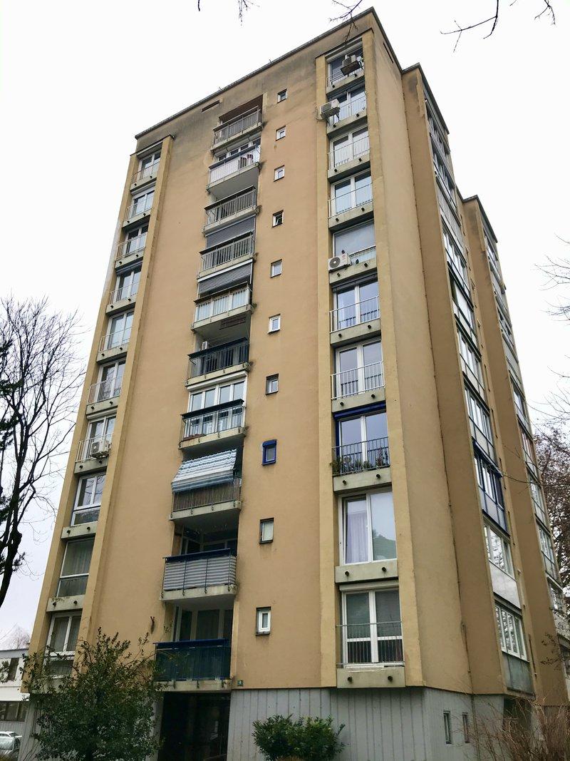 Lokacija F: Hudovernikova 8. Leto izgradnje 1960, 10 nadstropij.