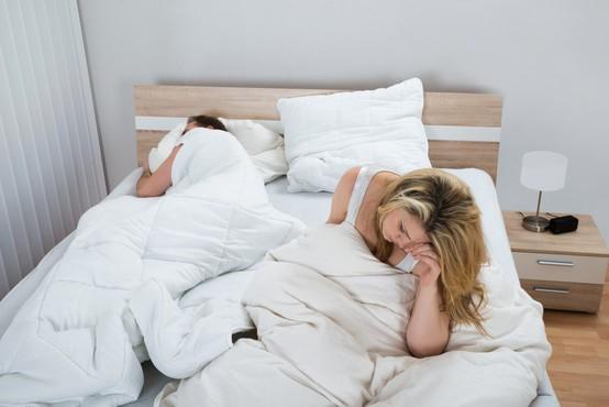 Se zbujate nerazpoloženi? Kaj pa, če spite na napačni strani postelje?