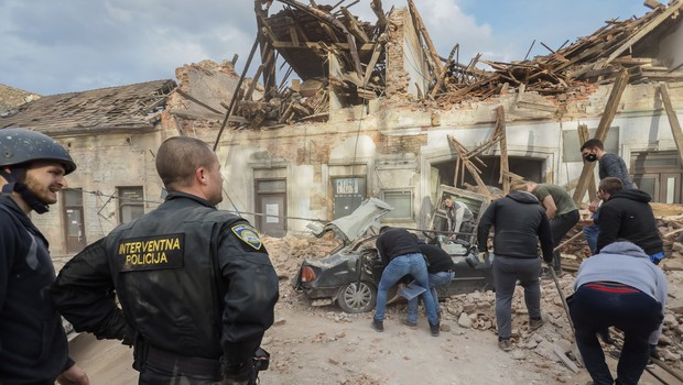 Zjutraj novi potresni sunki na Hrvaškem z magnitudami 4,7, 4,8 in 3,9, tresla se je tudi Slovenija (foto: Shutterstock)