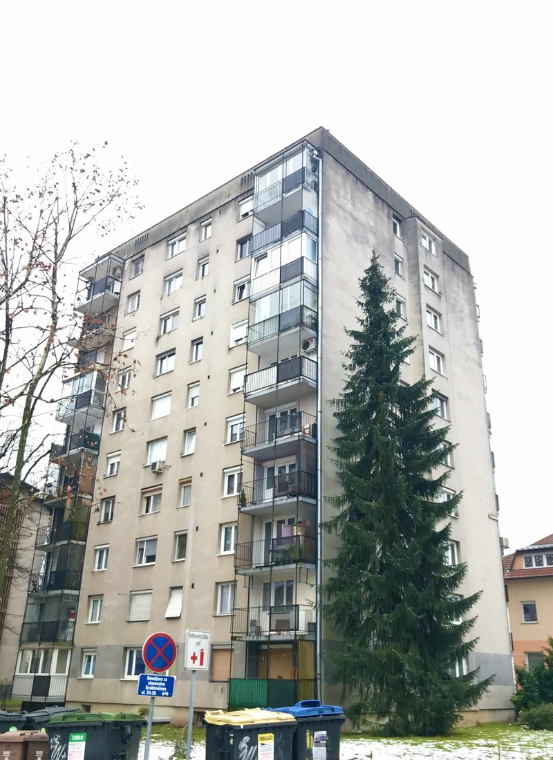 Lokacija D: Sketova 6. Leto izgradnje 1964, 9 nadstropij.
