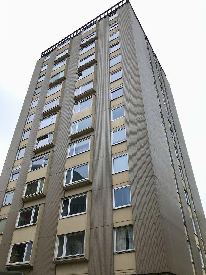 Lokacija A: Štefanova ulica 15. Leto izgradnje 1960, 12 nadstropij.