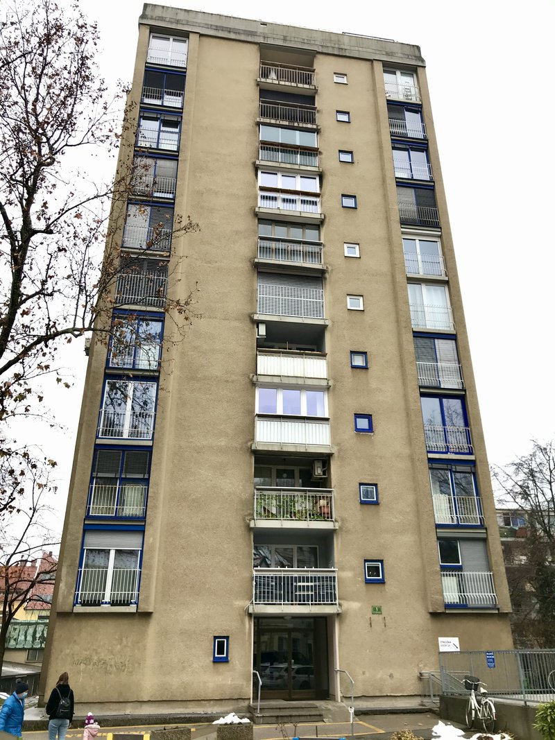 Lokacija E: Streliška 1. Leto izgradnje 1961, 10 nadstopij.