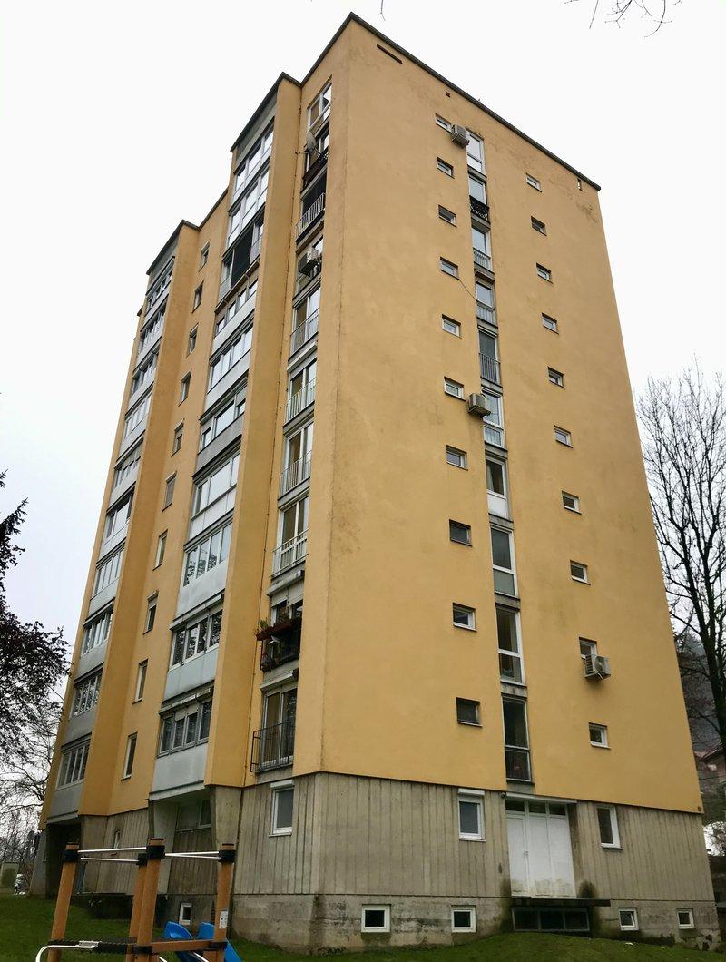 Lokacija F: Streliška 37a. Leto izgradnje 1959, 10 nadstropij.
