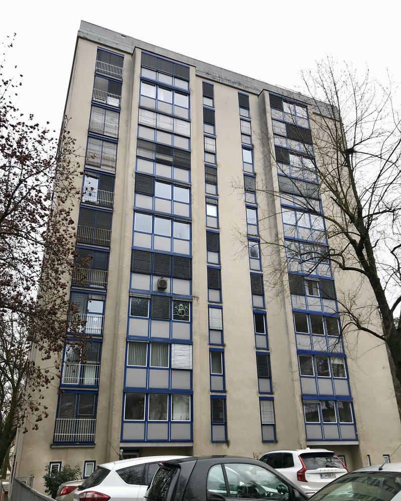 Lokacija E: Streliška 3. Leto izgradnje 1962, 10 nadstopij.