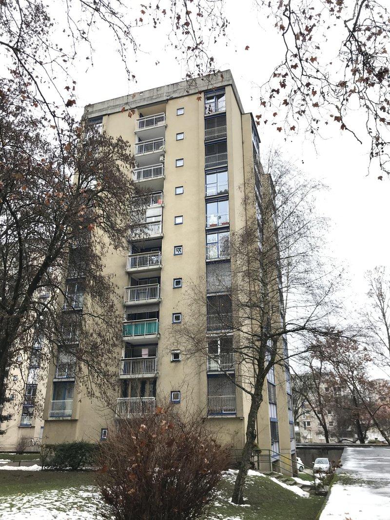 Lokacija E: Streliška 5. Leto izgradnje 1963, 10 nadstopij.