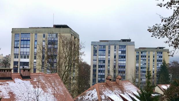 Stolpnice na Streliški ulici. (foto: A.C.)