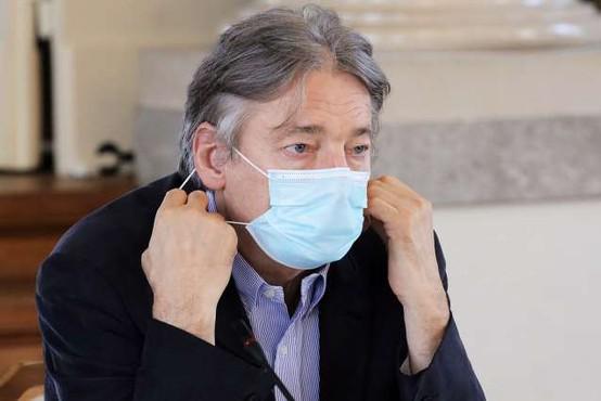 Minister za kulturo pozitiven na rutinskem testu za koronavirus