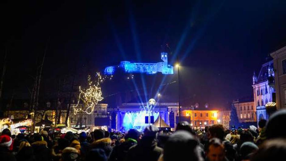 Od 12. ure ponovno sproščeno gibanje med občinami, prepoved gibanja v nočnem času ostaja (foto: Nik Jevšnik/STA)