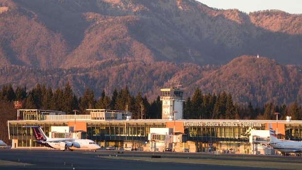 Na petih mejnih prehodih in brniškem letališču poslej testiranje s hitrimi testi (foto: profimedia)