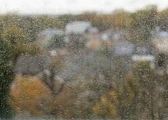 Zaradi okrepljenega dežja višja raven vode v rekah, možni so tudi zemeljski plazovi
