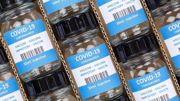 BioNTech in Bruselj se dogovarjata o okrepljeni proizvodnji cepiva (foto: profimedia)