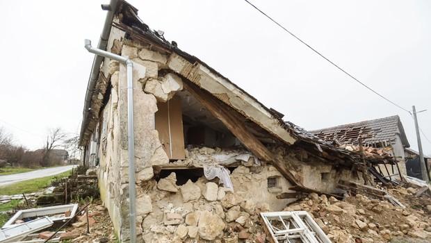 Petrinjo zjutraj stresel nov močnejši potresni sunek, čutili so ga tudi v Zagrebu (foto: Profimedia)