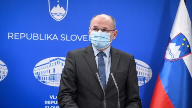 """Kacin o smrti starejše osebe, ki je umrla po cepljenju: """"Vzrok je bil ponovljen srčni infarkt."""" (foto: Nebojša Tejić/STA)"""
