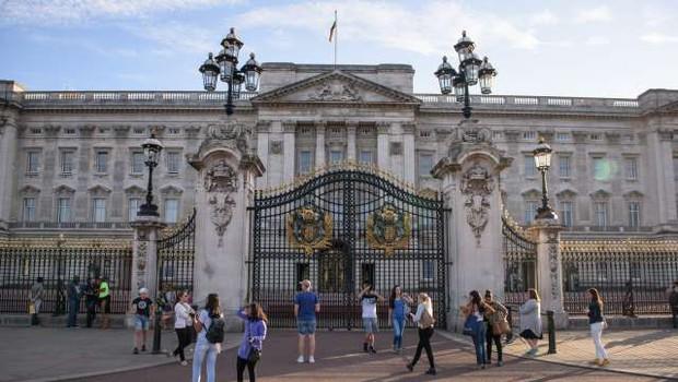 Zaradi kraje v Buckinghamski palači za zapahe član osebja (foto: Nebojša Tejić/STA)