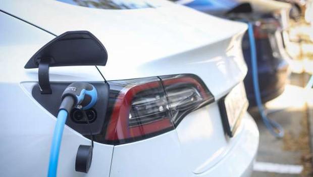 Norveška prva na svetu z več kot polovičnim deležem električnih avtomobilov (foto: Anže Malovrh/STA)