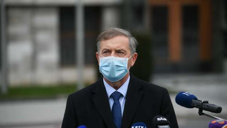 Erjavec pričakuje podpise, a njegovi poslanci še vedno molčijo (foto: Nebojša Tejić/STA)