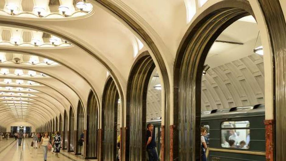 Vlake moskovske podzemne železnice lahko znova upravljajo ženske (foto: Xinhua/STA)