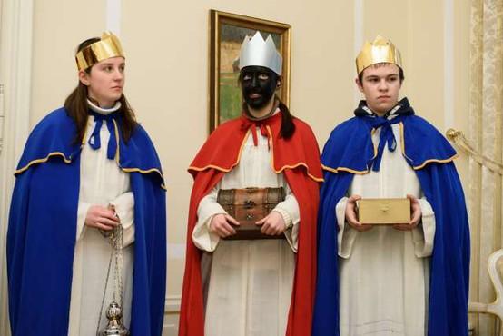 Katoličani in evangeličani obeležujejo praznik svetih treh kraljev