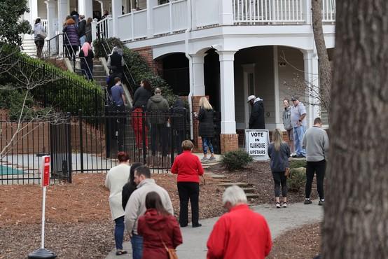 Tesni izidi senatnih volitev v Georgii, verjetno bo potrebno ponovno preštevanje glasov