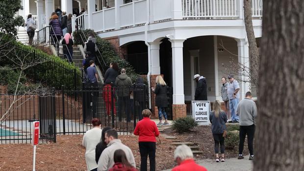 Tesni izidi senatnih volitev v Georgii, verjetno bo potrebno ponovno preštevanje glasov (foto: Profimedia)