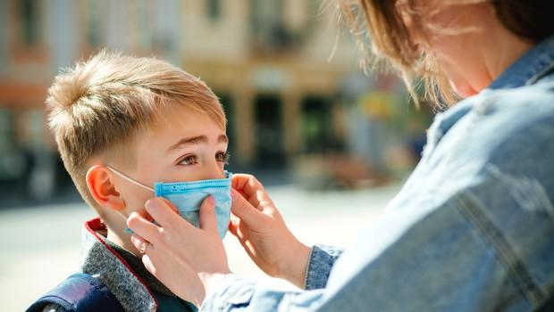 Janša danes s šolniki o morebitnem začetku šole za najmlajše naslednji teden (foto: Shutterstock)