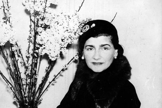Ob 50. obletnici smrti Coco Chanel obujamo spomine na nastanek njenih ikonični čevljev