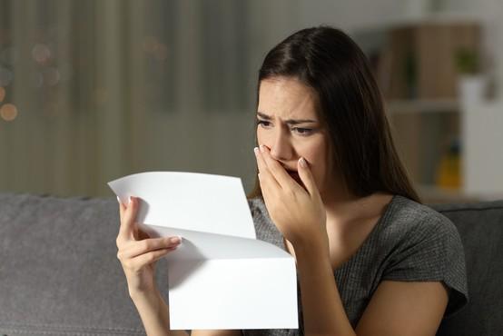 Zlomil ji je srce: »Kaj naj naredim glede pisma, ki sem ga našla v sinovi sobi?«